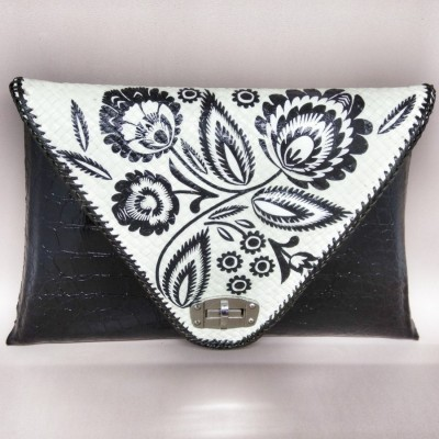 clutch-pandan-3d-decoupage-monochrome-model-piramid-hitam